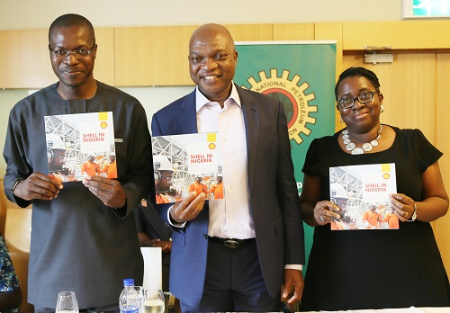 L-R: General Manager, External Relations, Shell Petroleum Development Company, Mr. Igo Weli; Managing Director SPDC and Country Chair, Shell Companies in Nigeria, Mr. Osagie Okunbor; and Communications Manager, Mrs. Sola Abulu, at the official launch and presentation of Shell Briefing Notes to energy editors in Lagos… on Friday.